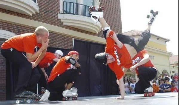 Roller skate breakdancers