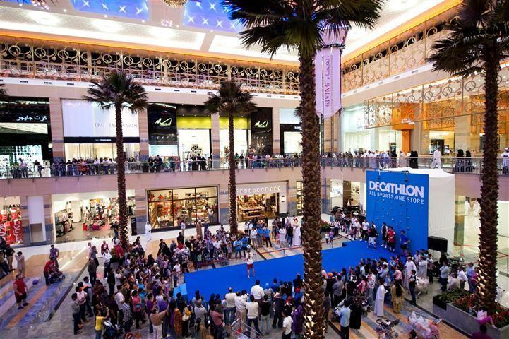 Urban Street Entertainment For Shopping Center Activation