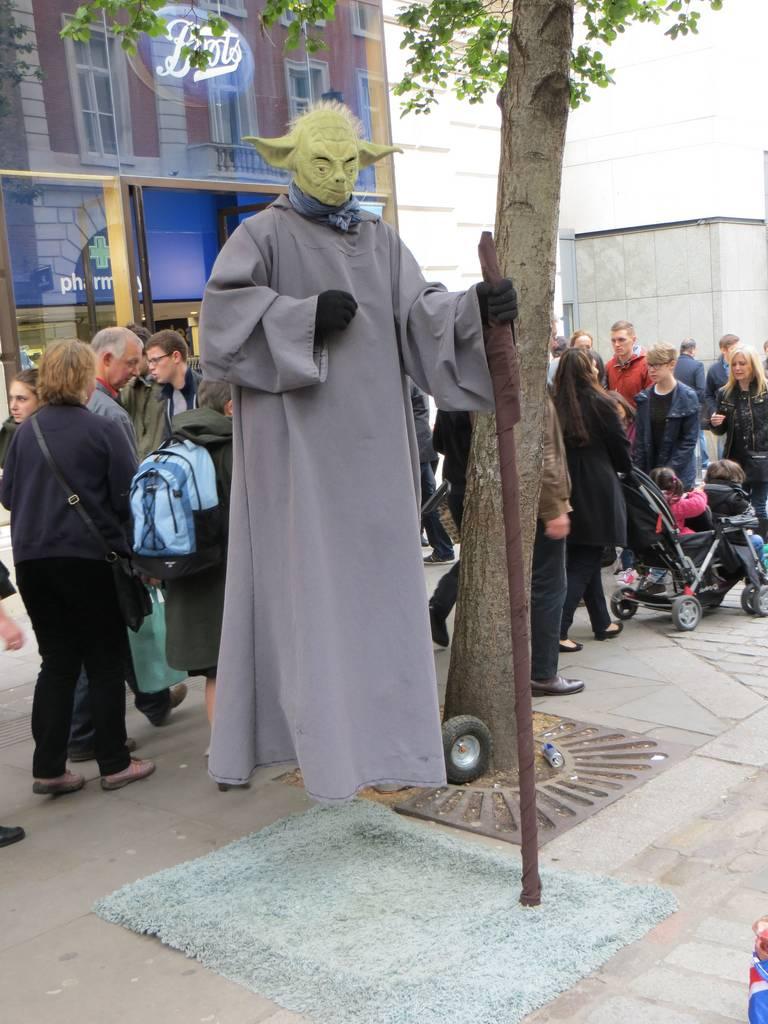 living statue Yoda