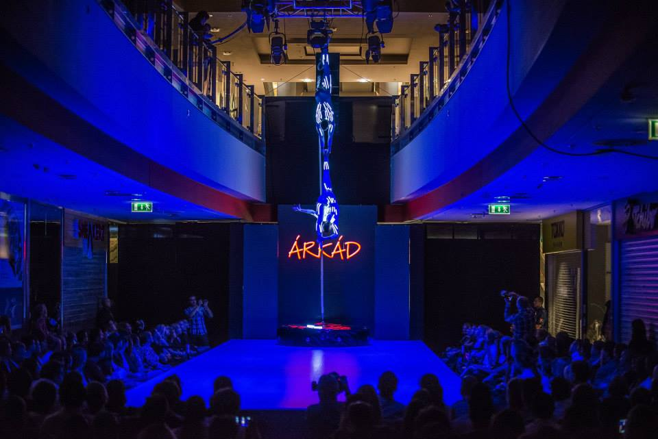 Acrobat Corporate Event Entertaibnment-London