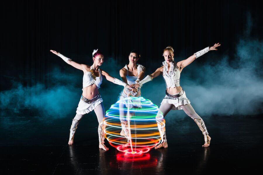 Acrobat LIGHt Performers
