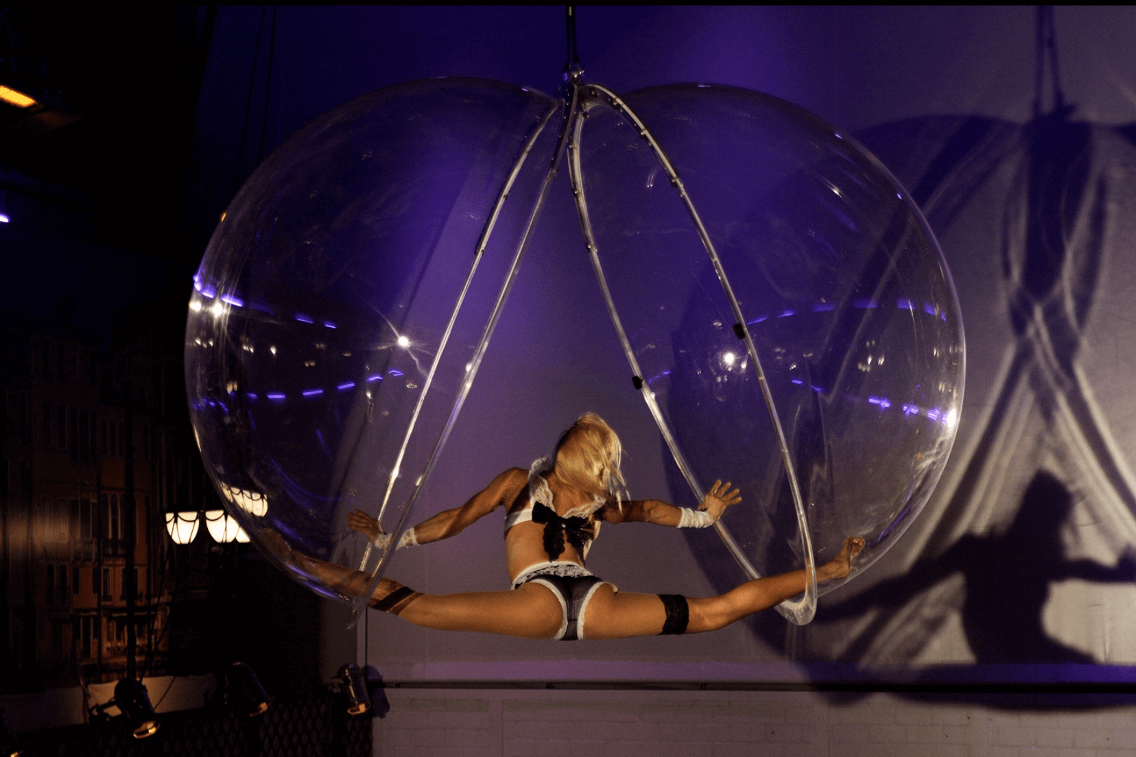 Flexible Female Acrobat for events