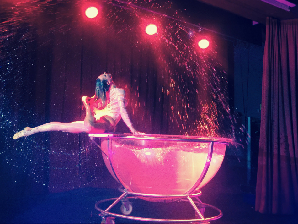 Water Bowl Entertainer For Events