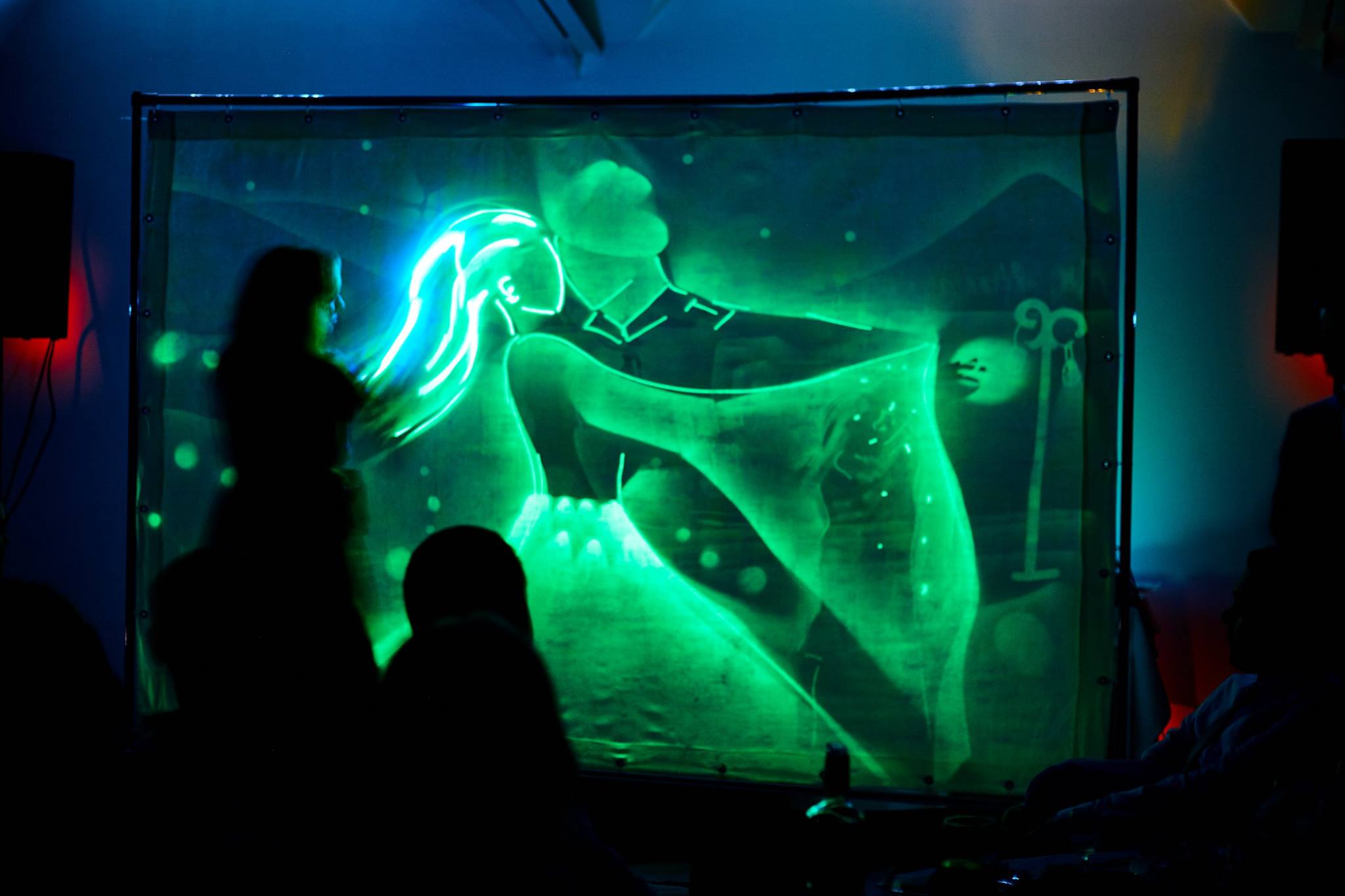 Creative-art-neon-light-entertainer-for-events