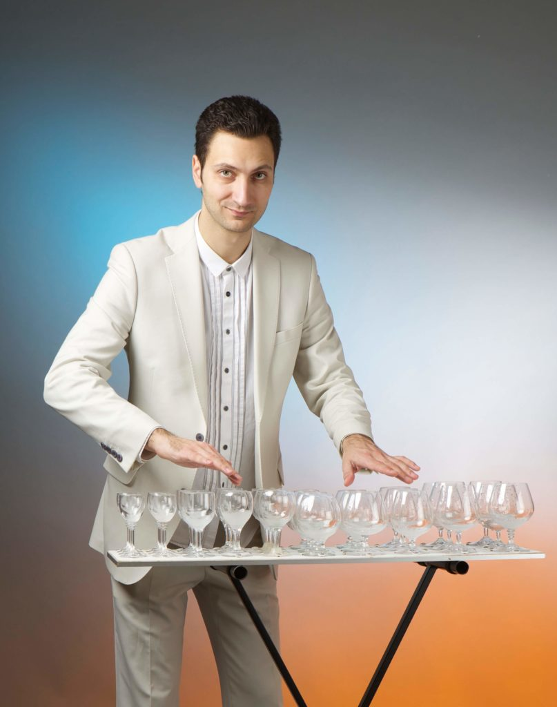 Specialist glass entertaining performer for events
