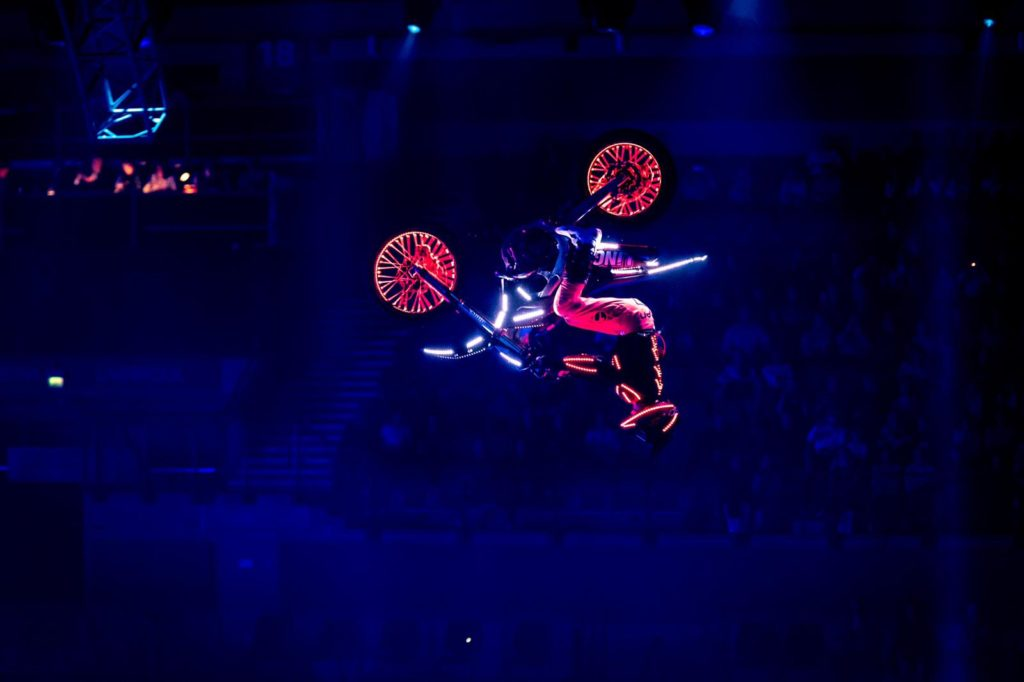 Acrobatic LED stunt riders
