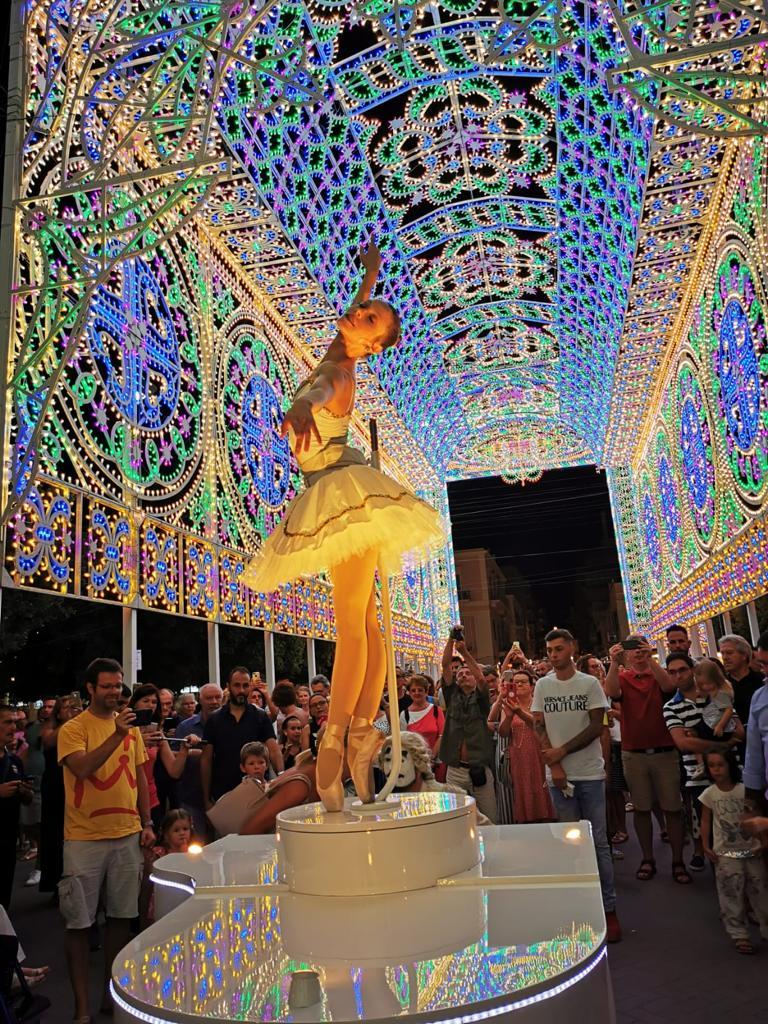 Spectacular Ballerina Mobile Piano Entertainment