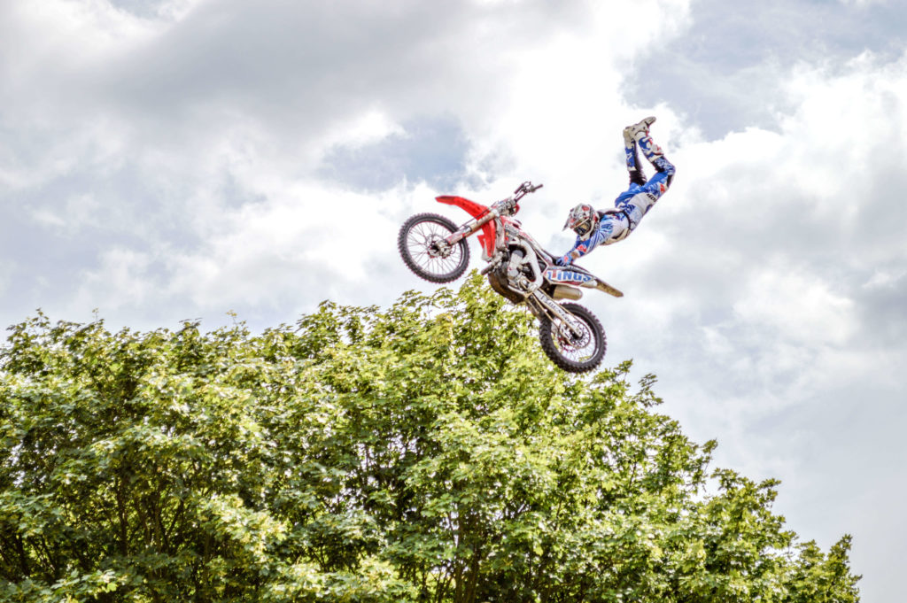 Motorised stunt performers show