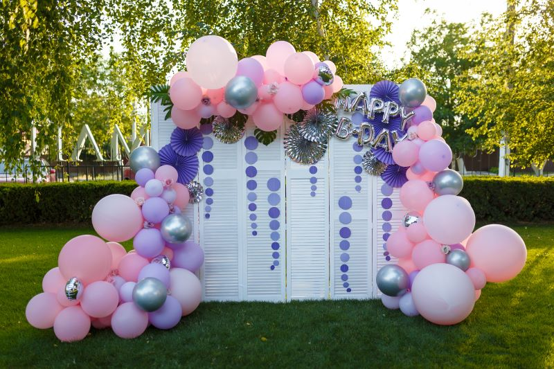 Decorative Balloon artist for 50th birthday parties in LONDON